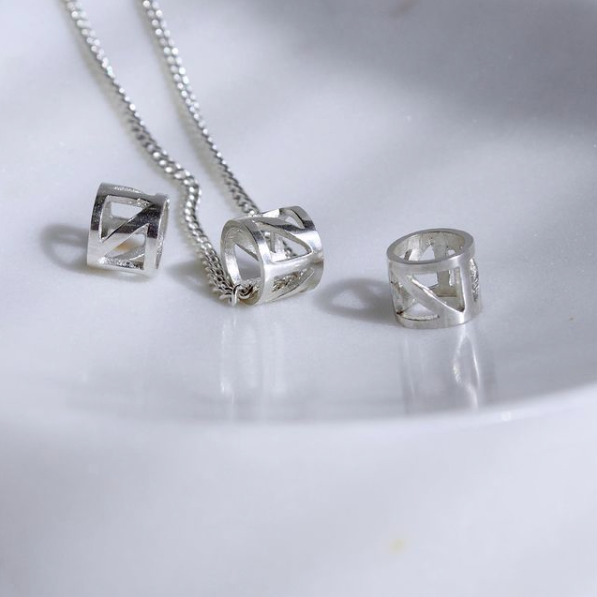 Silver necklace with cylindrical bead
